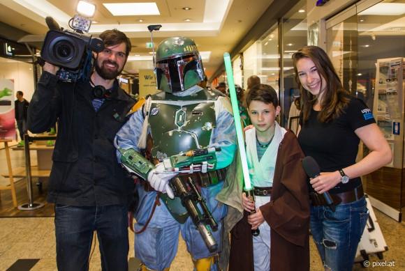 Großer Spaß auch für das Filmteam beim Star Wars Dreh in den City Arkaden in Klagenfurt. Foto: pixelpoint