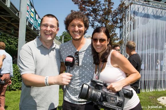 Georg Lux und Julia Baumgartner von Kleine TV mit Marco Angelini. Foto: pixel.at