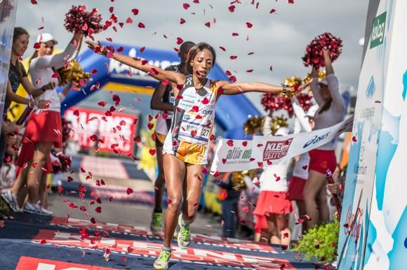 """""""Kärnten Läuft"""" Halbmarathonsiegerin 2014 heißt Murigi Lucy-Wambui aus Kenia"""