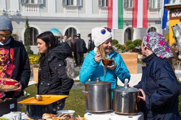 Public Viewing partielle Sonnenfinsternis, Neuer Platz in Klagenfurt. Foto pixelpoint