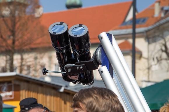 Public Viewing partielle Sonnenfinsternis. Foto pixelpoint