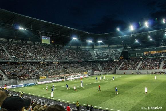 Stimmung im Klagenfurter Wörthersee Stadion. Foto: pixelpoint