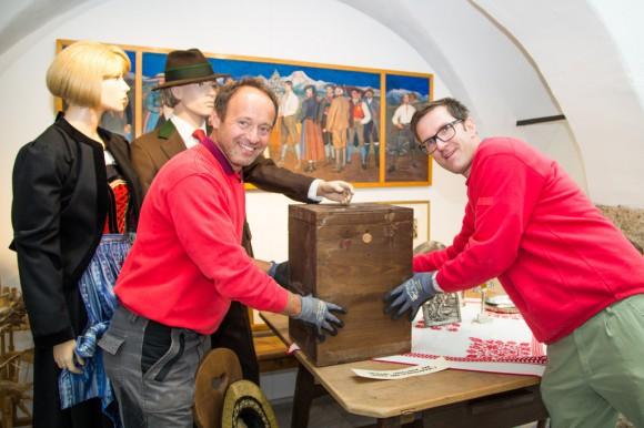 Die Volksabstimmungsurne aus Eisenkappel von 1920 übersiedelt vom Landesmuseum ins Kärntner Heimatwerk in der Herrengasse 8 . Foto: pixelpoint/Handler
