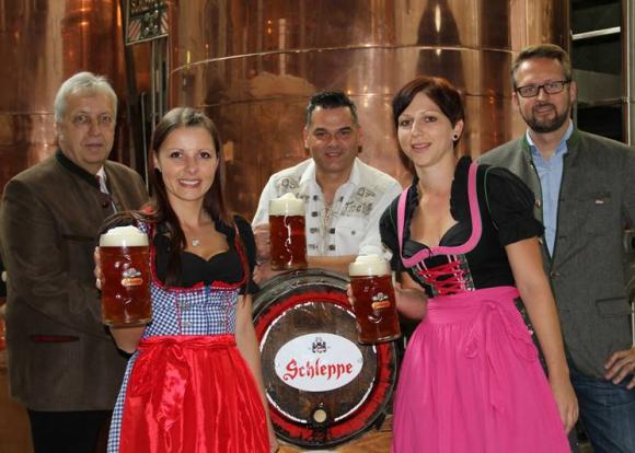 Ozapft mit Schleppe Bier!