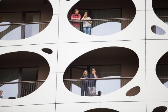 """""""Zaungäste"""" bei der Schiffstaufe vom Seepark Hotel . Foto: pixelpoint/Handler"""