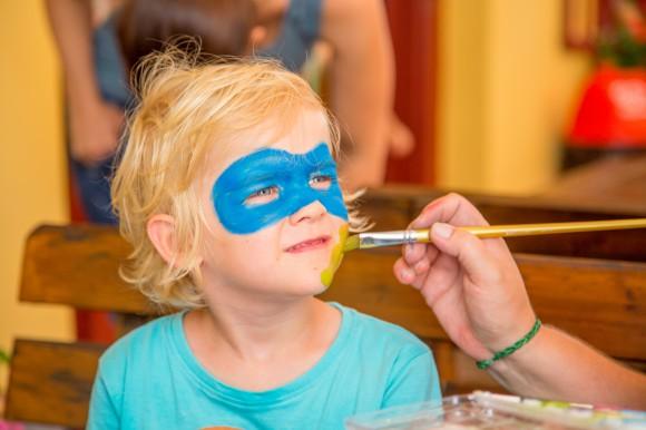 Beim Kinderschminken verzaubert das Team von Pripirita die Kinder in Löwen, Superhelden oder Fabelwesen.