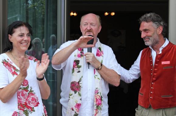 Drei Unternehmer in Balance: Hotelier-Ehepaar Andrea und Karl Grossmann und Rosenkavalier Christian Prinz.