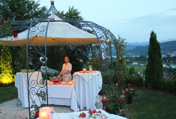 Ein romantisches Sommerfest mit wunderschönem Ausblick über den See.