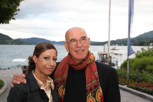 Viele Freunde von Karl Spiehs kamen um zu feiern. Unser Wörthersee-Herausgeberin Natascha Khani und Buchautor und Regisseur Otto Retzer.