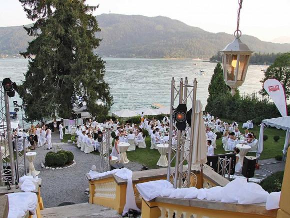 Erneut wird an drei traumhafte Locations zum Dinieren & Feiern geladen.