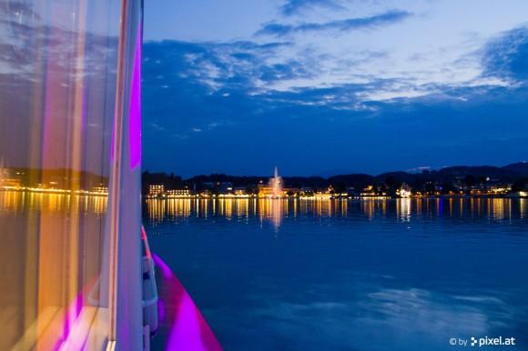 Nach dem White Nights Dinner geht es dann per Schiff direkt nach Velden zur White Nights Party. An Board wird natürlich für die richtige Stimmung gesorgt! Foto: pixel.at