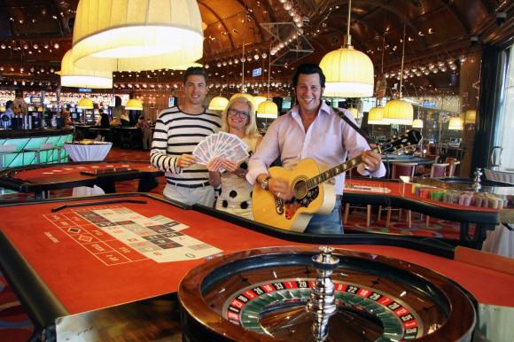 Hannes Markowitz, Svenja Gaubatz und Chris Kaye freuen sich auf die Las Vegas-Traumhochzeit am Wörthersee. Foto: Elke Schwarzinger