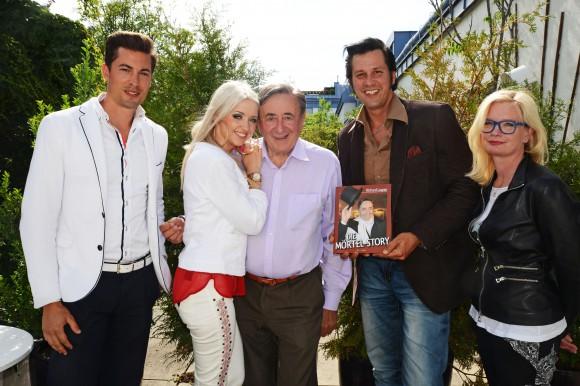 Hannes Markowitz (Casino Velden), Cathy Spatzi Schmitz,  Ing. Richard Lugner, Chris Kaye (The Illusion of Elvis) und Svenja Gaubatz (Affenberg Landskron). Foto: Christina Noelle