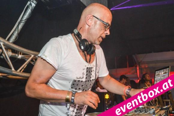 Auch 2014 wieder an den Turntables : DJ KickIt.