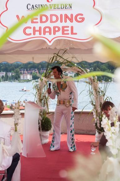 Elvis Chris Kaye in der Casino Velden Wedding Chapel. Foto: Simone Attisani Photography