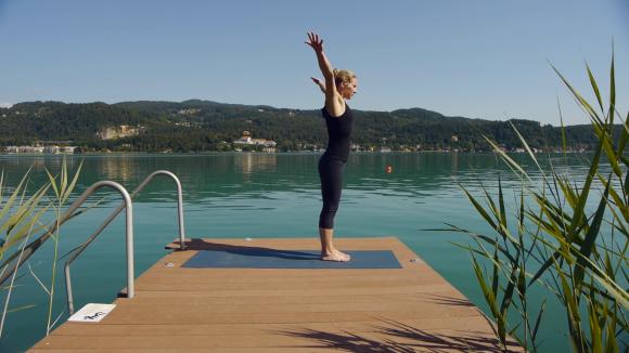 Yoga am Wörrthersee. Foto: WTG/Köchel, Schickengruber