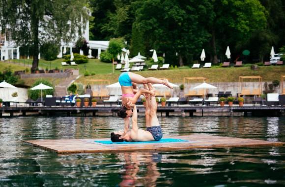 Yoga-Stars präsentieren den Wörthersee. Foto: WTG/Gollner