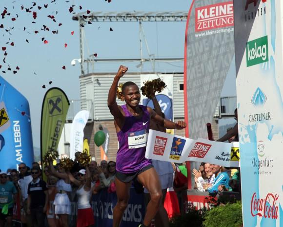 Kaernten laeuft 2015, Velden nach Klagenfurt, Halbmarathon, Viertelmarathon, 23. August 2015, Sieger Laban Korir Foto: Daniel Raunig