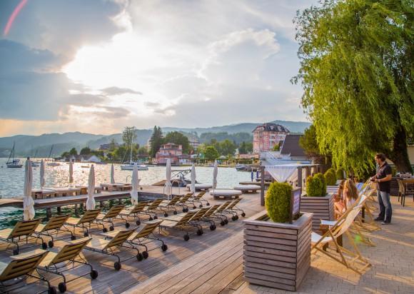 Auf der Terrasse des Passion an der Pörtschacher Promenade. Foto: pixelpoint