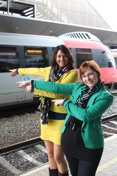 Anita Arneitz und Astrid Fallosch laden diesmal zu einer exklusiven Schreibnacht. Auf der Strecke von Villach nach Kötschach-Mauthen werden kreative Schreibtechniken ausprobiert. Die Tickets sponsern die ÖBB. Foto: greeneyes.at