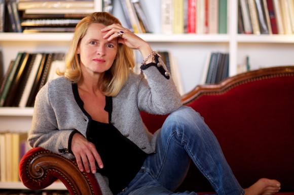 """Jana Revedin: """"Ich habe als Kind begonnen, Gedichte zu schreiben, dann jahrzehntelang Episoden und Momentaufnahmen, immer war ich ganz in diesen Geschichten, nahm zwar verschiedene Positionen ein, gewann verschiedene Perspektiven, doch blieb immer ich selbst."""" Foto: KK/Gleiss"""