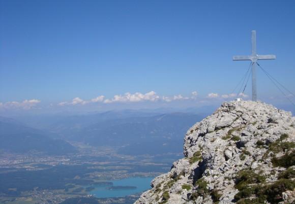 Das Gipfelkreuz auf dem 2.142 Meter hohen Mittagskogel heute